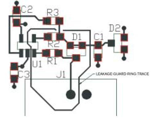 在电路板的两面敷铜形成保护环