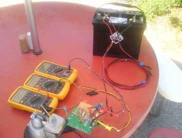 图 2:最初的太阳能充电电路样机,采用 12V 海上用深周期电池