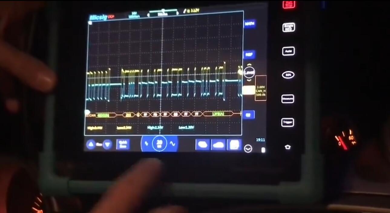 2示波器测量汽车CAN-BUS总线信号及波形分析.jpg